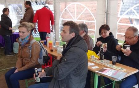 Gäste beim Currywurstfestival, Foto: Holger Thiesen