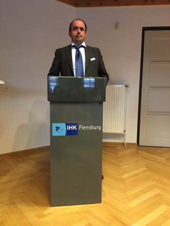 Dr. Carsten Dethlefs bei der IHK in Heide anlässlich der Freisprechung der Kaufleute für den Groß- und Außenhandel am 21.06.2018, Foto: privat