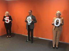 500 Euro von Inner Wheel Heide: Sandra Amrein-Trester, Dr. Carsten Dethlefs und Maren Schmück; Foto: Inner Wheel Heide